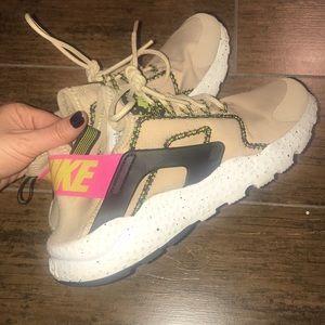 Nike huarache sneakers. Mushroom and pink colors